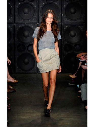 Brown, Human leg, Shoulder, Joint, Style, Knee, Fashion show, Loudspeaker, Fashion, Street fashion,