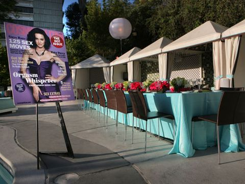 It should comes as no surprise that Cosmo knows how to throw a swanky dinner party...<br /><br /> The event was held poolside at the W Los Angeles-Westwood, and the hotel's own NINETHIRTY restaurant catered. LA's Hidden Garden did the stunning floral arrangements and Robyn Goldberg Special Events designed the look of the party.