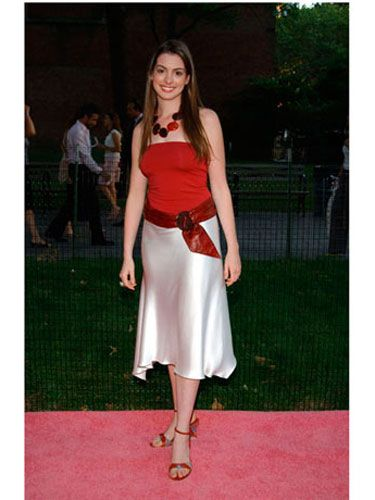 Shoulder, Photograph, Human leg, Joint, Fashion accessory, Style, Formal wear, Waist, Summer, High heels,