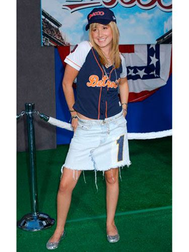At the <i>Mr. 3000</i> premiere, Ashley dressed the part by sporting up her outfit.
