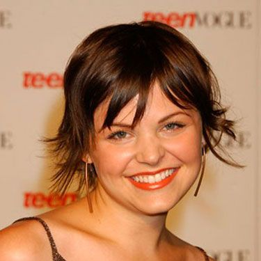 In the year she starred in <i>Mona Lisa Smile</i>, Ginnifer sported a cute pixie cut.
