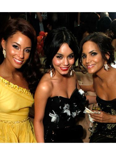 Oscars performer Vanessa and the girls show off their sparkling earrings — and smiles — at the 2009 Vanity Fair Oscar Party hosted by Graydon Carter.