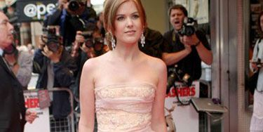 With her gauze dress and dangly earrings, Isla goes princess-pretty for a premiere.