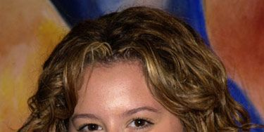 Ashley made her Hollywood debut with her natural golden-brown hue and spunky curls.