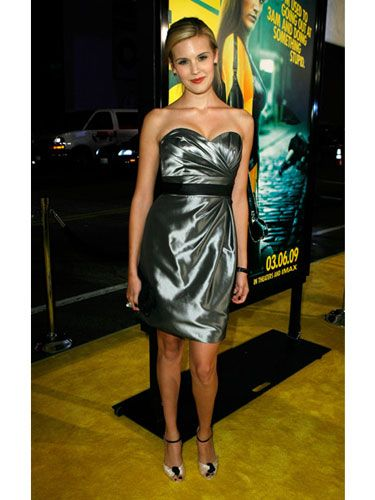 Maggie gives off a glamorous vibe at the <i>Watchmen</i> premiere.