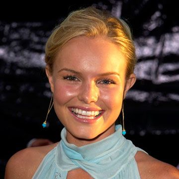Kate was all smiles at the <em>Blue Crush</em> premiere with glowy makeup and a simple bun.