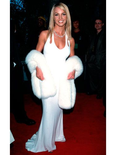 The pop princess evoked the vibe of Old Hollywood in a white gown and fur at the Grammy Awards.