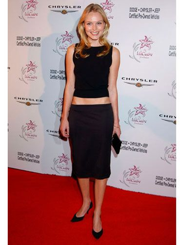 Kate pulls off a classic yet casual look in a black skirt and tank. Her abs aren't bad, either!