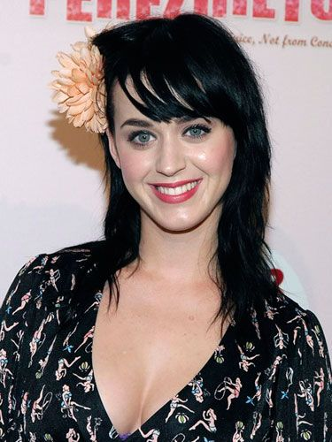 Katy accessorized her shag haircut with a big flower and sported flushed cheeks with berry lips at a birthday bash for gossip blogger Perez Hilton.