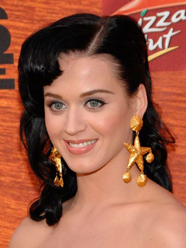 Katy showed off her enviable liquid liner skills and worked a pin-up-inspired hairstyle at Spike TV's Guys' Choice Awards.