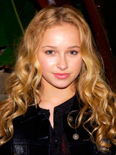 A fresh-faced Hayden wore her long blonde hair in loose curls.
