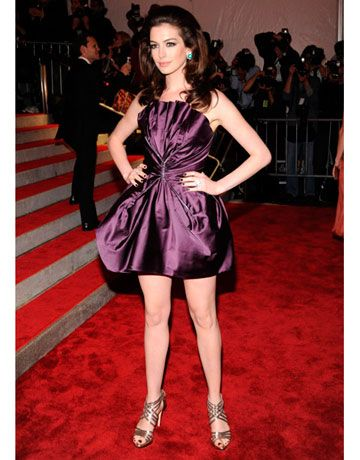 Anne sported a short magenta party dress by Marc Jacobs and strappy silver sandals.