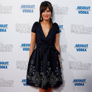 The leading lady wore a navy vintage party dress to the premiere of her hot new 
