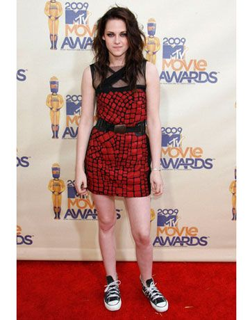 The <i>Twilight</i> star added Converse sneakers to a Yigal Azrouël red-and-black minidress for her big night. She took home awards for Best Movie and Best Female  Performance for her role as Bella and, ahem, Best Kiss with Robert Pattinson. As if kissing Rob wasn't enough of a prize.