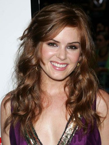 Isla lightens up her hue and plays with tousled loose waves.