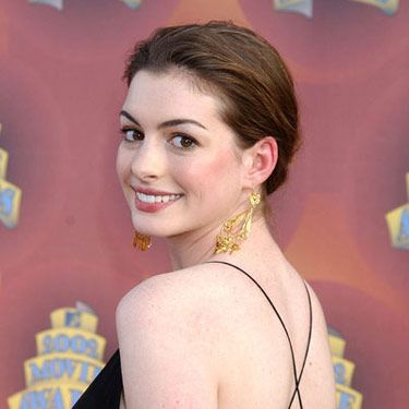 Still feeling the updo look, Anne worked a more relaxed version at the MTV Movie Awards.