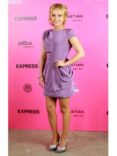 Looking hot must be one of the <i>Heroes</i> star's superpowers. She glammed it up in a lavender dress.
