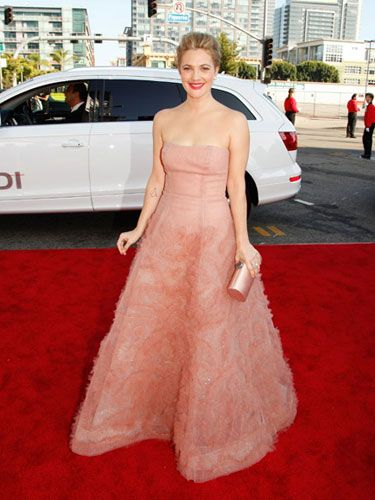 She didn't win an Emmy for her role in <i>Grey Gardens,</i> but Drew looked like Hollywood royalty in an elegant strapless Monique Lhuillier dress. We bet her date (and sometimes boyfriend) Justin Long didn't have any complaints.