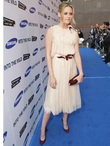 The fresh-faced blonde was perfectly polished in a ladylike white chiffon dress.