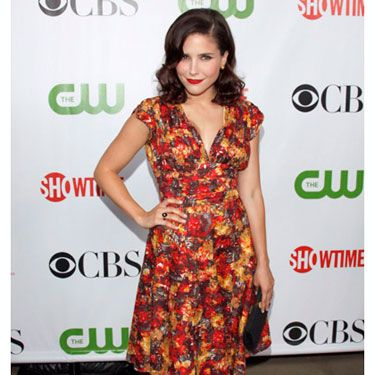 Sophia demonstrated how sassy a simple floral dress can be.