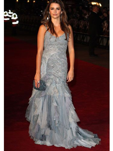 All eyes were on Penelope in this Ralph Lauren chambray georgette gown. She must have felt strange wearing all that fabric after prepping for her role as a mistress in <em>Nine</em>.