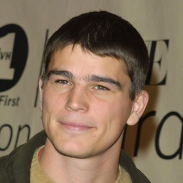 Josh Hartnett in a uniform in <em>Pearl Harbor</em>. Yum! Sir!
