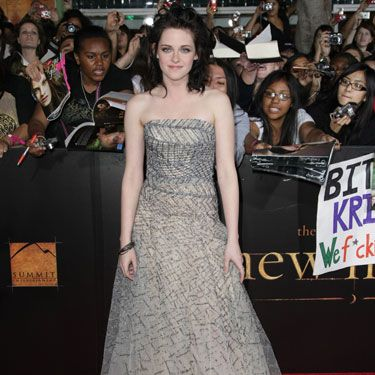 Kristen looks drop-dead gorgeous in a tulle strapless gown by Oscar de la Renta. It's no wonder her character, Bella, has two of the hottest guys (er, vampires and werewolves) on the planet fighting for her.