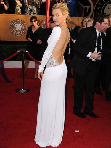 Baby got back! The <em>Nine</em> bombshell debuted a buzzed-about backless Emilio Pucci gown and a Cartier necklace.