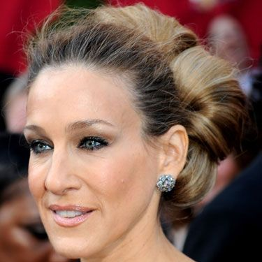 The <i>SATC 2</i> star once admitted that she's very bad with makeup,but she obviously knows a thing or two about hot hair&#x3B; SJP gave us majorextension envy with her voluminous blonde bun.