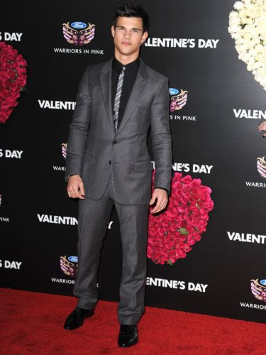We prefer Taylor shirtless, but he looked movie star sharp in this suit and skinny tie. Though he dated Taylor Swift in the movie, she was nowhere in sight at the premiere. Now that he's back on the market, we bet he won't have any trouble finding a date for V-Day.