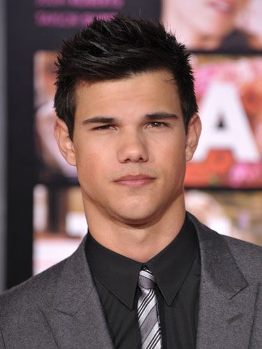 "Taylor ""Who says R-Patz is the only brooding one?"" Lautner, at the <a href=""http://www.cosmopolitan.com/celebrity/red-carpet-dresses/valentines-day-movie-premiere-photos"" target=""_blank"">L.A. premiere of Valentine's Day</a>."