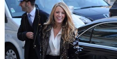 Whether she's checking out the latest trends during Paris Fashion Week or hooking up with guys on vespas, the always-posh Serena van der Woodsen knows how to take a look from simple to sophisticated. Here, she played up a plain collared shirt and shorts with an eye-catching sequined blazer and hot preppy stilettos.<br /><br /> <strong>Find out how to get this look for less!</strong>