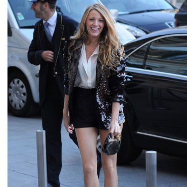 Whether she's checking out the latest trends during Paris Fashion Week or hooking up with guys on vespas, the always-posh Serena van der Woodsen knows how to take a look from simple to sophisticated. Here, she played up a plain collared shirt and shorts with an eye-catching sequined blazer and hot preppy stilettos.<br /><br />