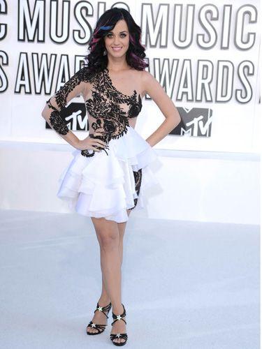 Wonder how bummed Katy was that she couldn't wear her whipped-cream-shooting bra with this awesome ice-skater-like outfit. (Our favorite part: her fiancé Russell Brand's face painted onto her fingernails.)