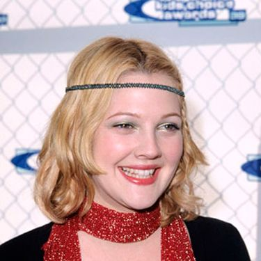 Drew helped revive the hippie headband trend with this look.