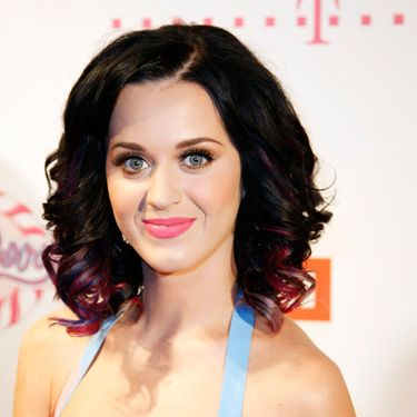"""Dear ♥Kristen Wiig♥ can I have a lock of your hair... to put under my pillow...to touch before I go to bed every night...kthnxbye"" —<a href=""http://twitter.com/katyperry/status/25537030841"" target=""_blank"">@katyperry</a>"