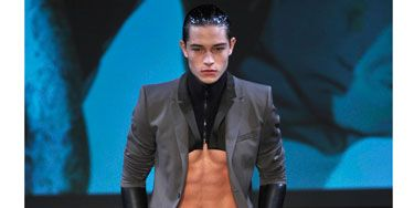 We're usually not fans of the dickey (aka the torso-less turtleneck), but with abs like these, we're willing to make an exception. <br /><br /> <p><i>Thierry Mugler</i></p>