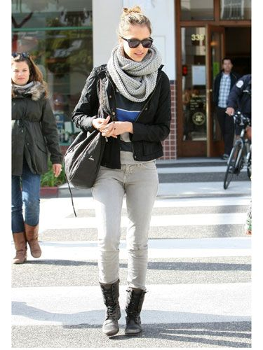 Mega loop scarves are so in right now. Offset their bulkiness with a fitted jacket and skinny pants.
