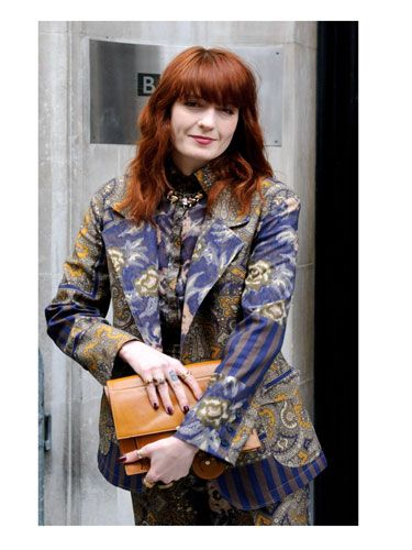<p>After 30 seconds, Florence's suit morphs into one of those freaky Magic Eye pictures.</p>