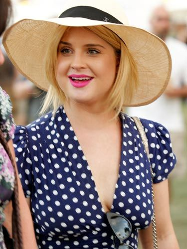 """Kelly's wide-brim hat frames her face and blocks out plenty of <a href=""""http://www.cosmopolitan.com/advice/sun-safe/practice-safe-sun"""">sun</a>. Plus, it looks great with her retro, polka-dot dress and on-trend <a href=""""http://www.cosmopolitan.com/hairstyles-beauty/beauty-blog/emma-stone-lipstick-041311"""">hot pink lipstick</a>."""