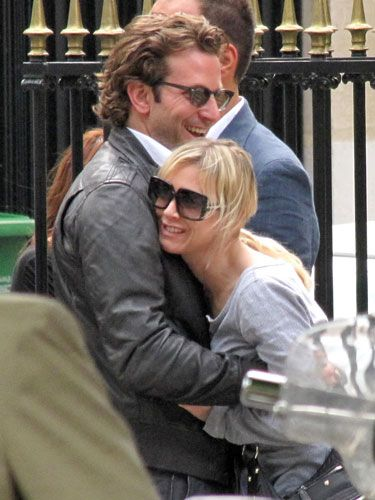 They're touching, but there's awkward tension in this hug: Renée's neck is pulling away from Bradley, signaling she doesn't want to be close, and he's not embracing her fully— a sign that he thinks of her as just a friend.