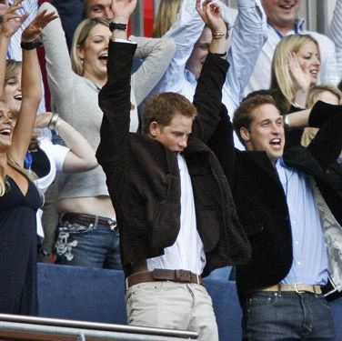 (Notice that Wills' hands are not in the air.)