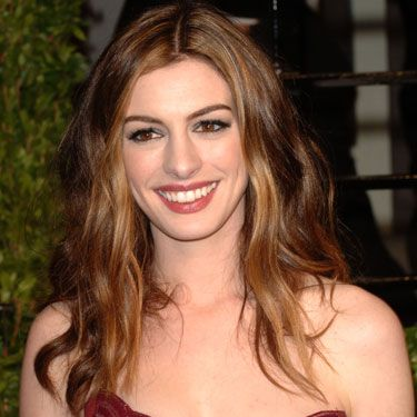 As the night's hostess, Anne Hathaway heroically endured eight costume changes over the course of the night. Even more impressive was the transformation of her tresses, which changed with each gown. This relaxed, wavy style made its appearance towards the end of the evening—and topped our list of Anne's best.