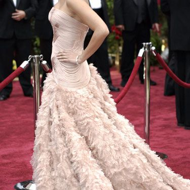 She looked elegant in Versace at the Oscars in 2007.