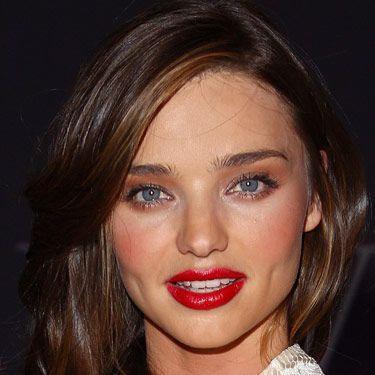 Australian supermodel Miranda Kerr looks amazing rocking the sexiest lip look of the season: A cherry-stained mouth with a hint of glossiness.
