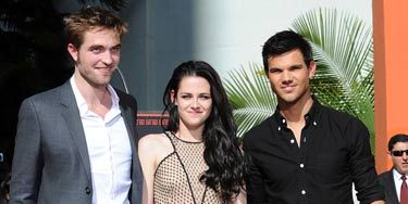 Robert Pattinson, Kristen Stewart and Taylor Lautner cemented their place in Hollywood on the Walk of Fame this week. Kristen opted for sneakers instead of sinking in stilettos like so many celebs.