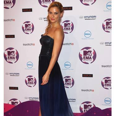 "The <a href=""http://www.cosmopolitan.com/hairstyles-beauty/beauty-blog/bar-refaeli-especially-escada-fragrance-102611"">supermodel</a> looked gorge in a long, strapless gown by Replay."