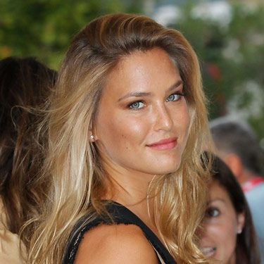Sure, Leo's ex, supermodel Bar Refaeli, is stunning—but this glistening, tawny look is so, so pretty on mere mortals like the rest of us, as well. If you're not exactly feeling fall, you can hold onto summer and rock a bronzy glow—at least for a few more weeks.