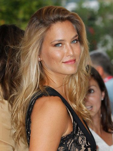 """Sure, Leo's ex, supermodel Bar Refaeli, is stunning—but this glistening, tawny look is so, so pretty on mere mortals like the rest of us, as well. If you're not exactly feeling fall, you can hold onto summer and rock a bronzy glow—at least for a few more weeks.  <br /><br /> <b>Key Product:</b> Organic Wear Liquid Bronzer, $8, <a href=""""http://www.drugstore.com/products/prod.asp?pid=198800&catid=190099&aid=337953&aparam=organic_wear_liquid_bron&CAWELAID=223777590""""target=""""_blank"""">drugstore.com</a>"""