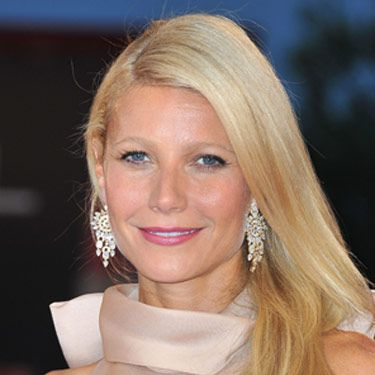 We love Gwyneth Paltrow's sophisticated makeup, and it's all about the rose-colored lips. When you wear a great shade of lipstick, you really don't need anything else.